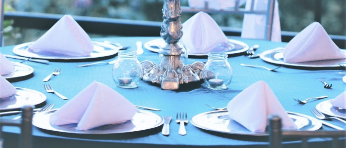 WHAT TO DO WITH YOUR NAPKIN AT A DINING TABLE